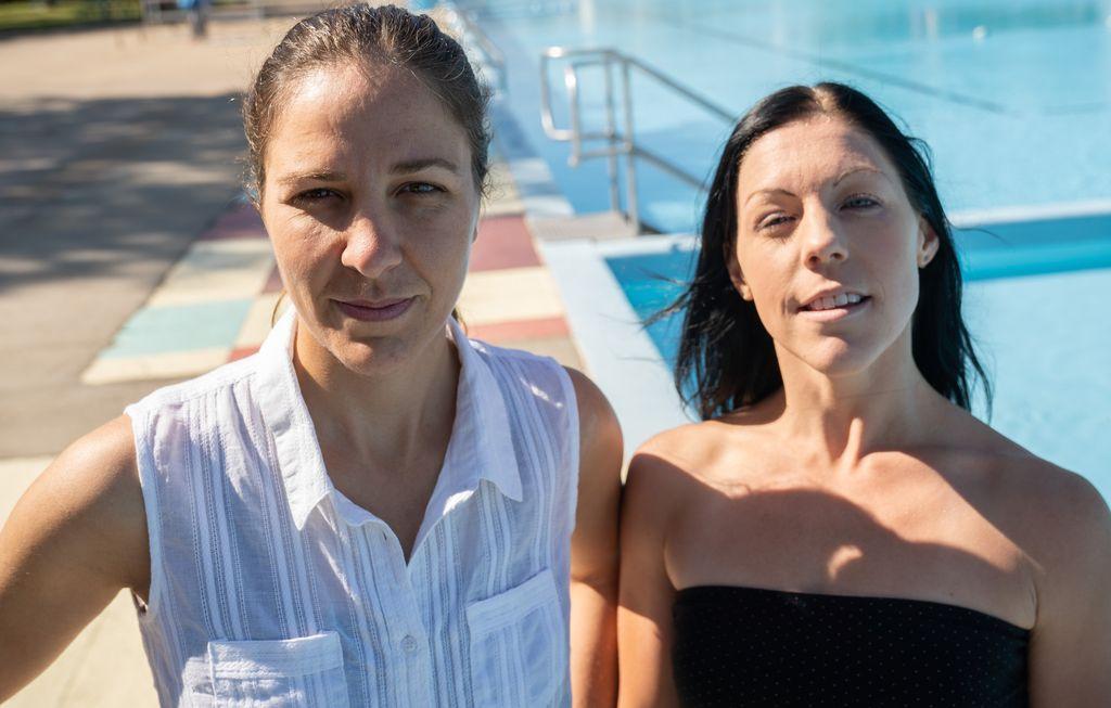 Deux nageuses en quête d'une piscine intérieure à Trois-Rivières